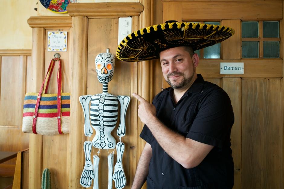 "Carlos Amstutz im mexikanischen Restaurant ""La piratita"""