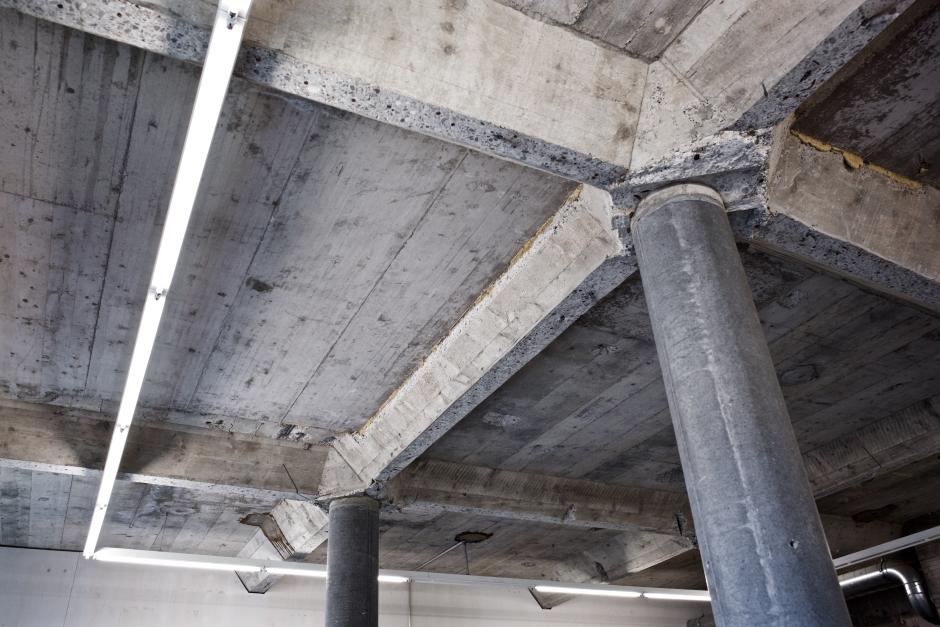 Am Dach sind noch die ursprünglich neun Einzelsilos sichtbar.